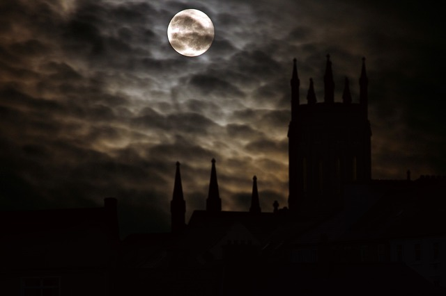 full-moon-2097326_640
